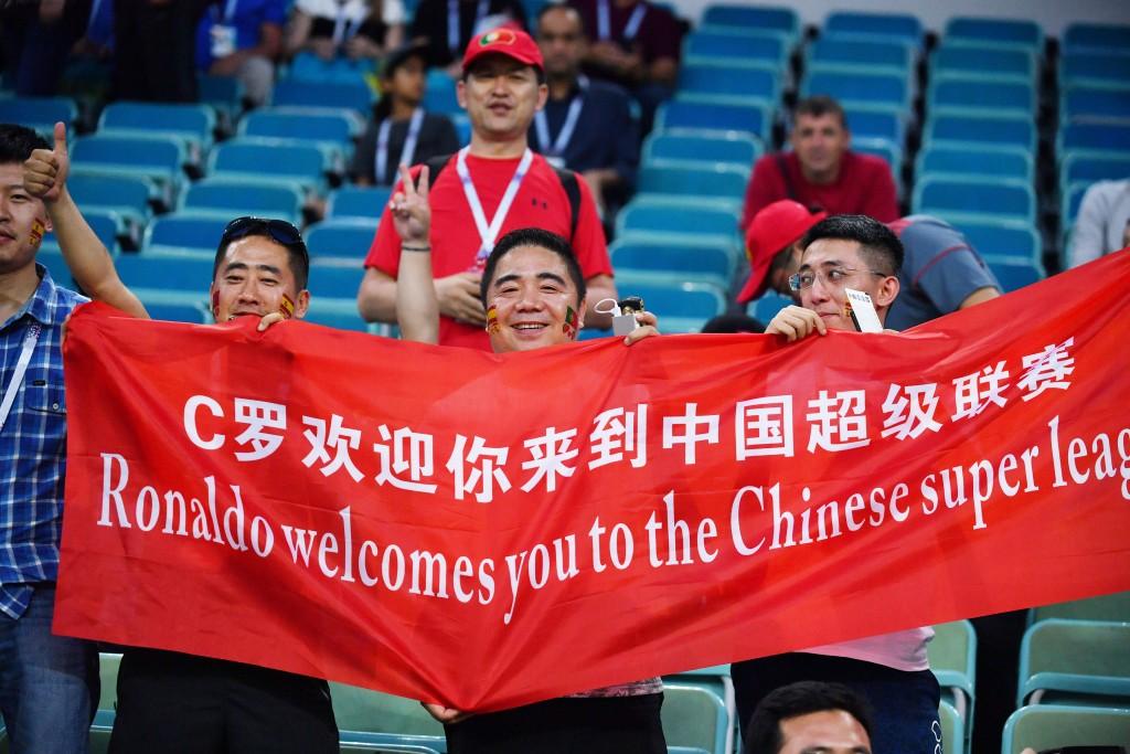 2018年世界盃足球賽在俄羅斯舉辦,中國球迷因地利之 便前往朝聖,或是在家看球,連帶使北京端午3天連假 的旅遊人數少了1成,收入也少了