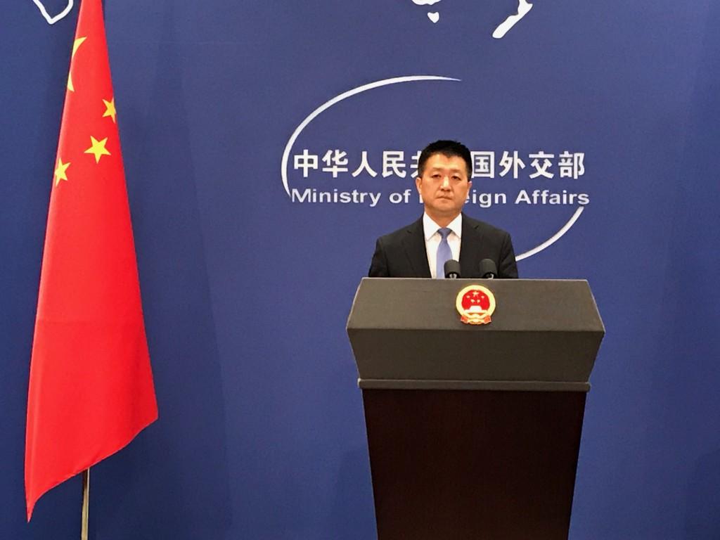 美國於美東時間6日啟動對中國價值340億美元的商品加 徵關稅。中國外交部發言人陸慷當天下午表示,中國對 美同價值商品加徵關稅已經生效。