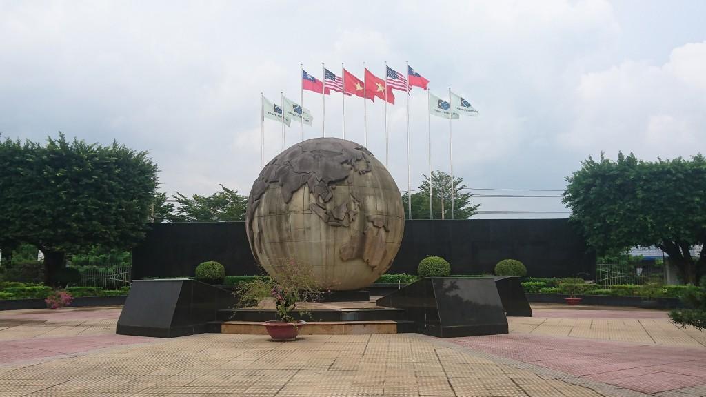 越南排華事件後,為了辨別台商與中國企業,凱勝家具高高豎立起台灣國旗。