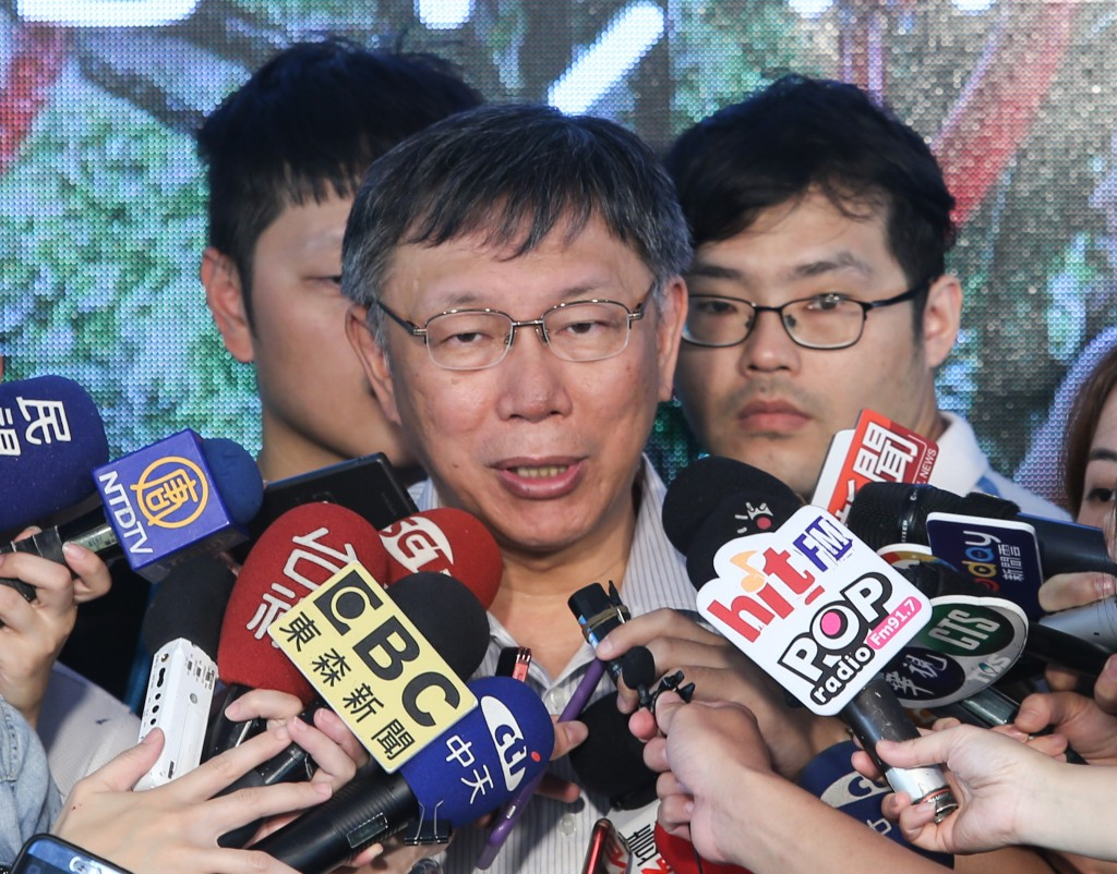 Taipei Mayor Ko Wen-je (柯文哲) and the city government are criticized for interfering with media reporting
