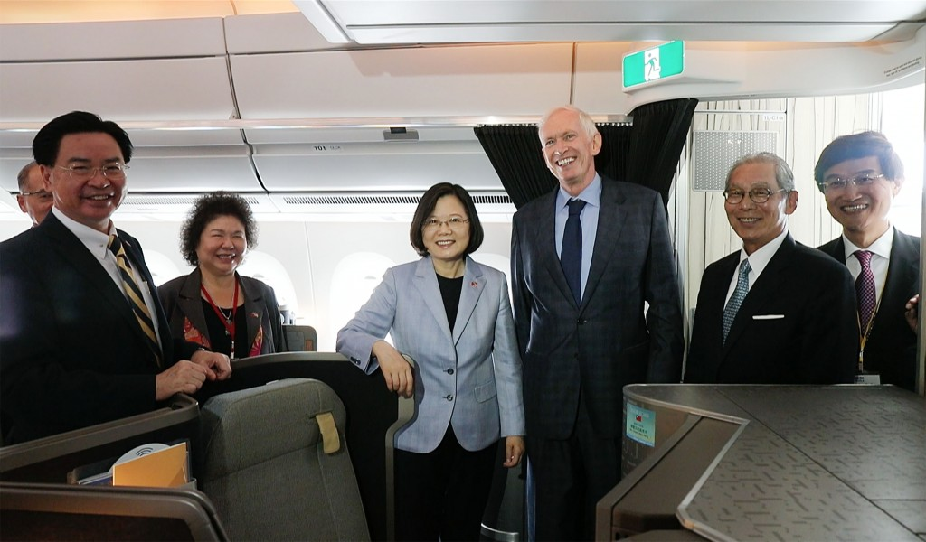 President Tsai Ing-wen is welcomed by AIT Chairman James Moriarty and Taiwan's representative to the U.S. Stanley Kao after landing in Los Angeles, U.