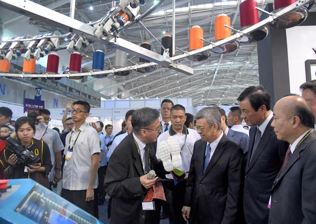 Former Vice President Chen Chien-jen visitsTaipeiPLAS in 2018.