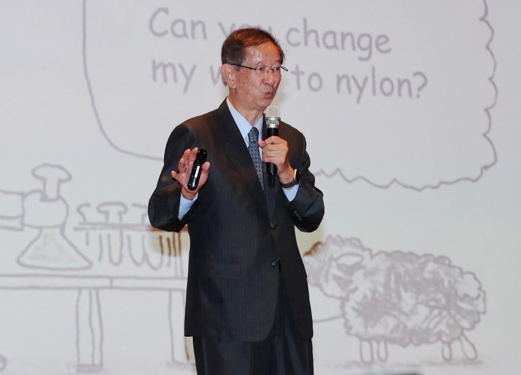 前中研院院長李遠哲5日在台北出席2018亞太科學中心 協會年會開幕,現場進行專題演講,鼓勵參與者追求創 新。 中央社記者張皓安攝 1