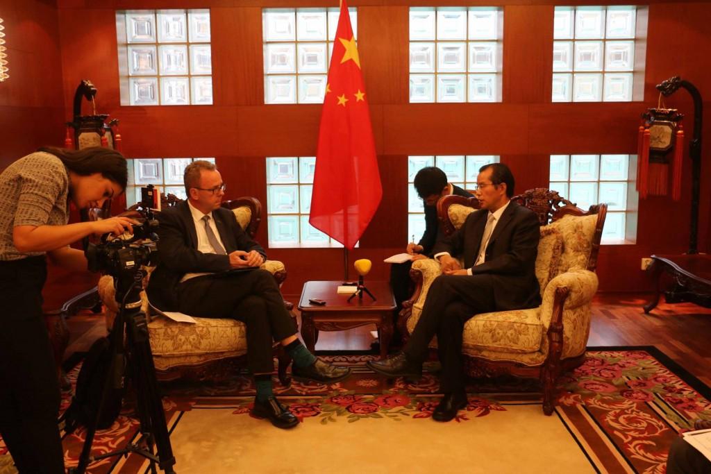 中國駐瑞典大使桂從友(右)2018年曾痛批瑞典一些勢力干預中國內政。 (取自中國駐瑞典大使館官網)