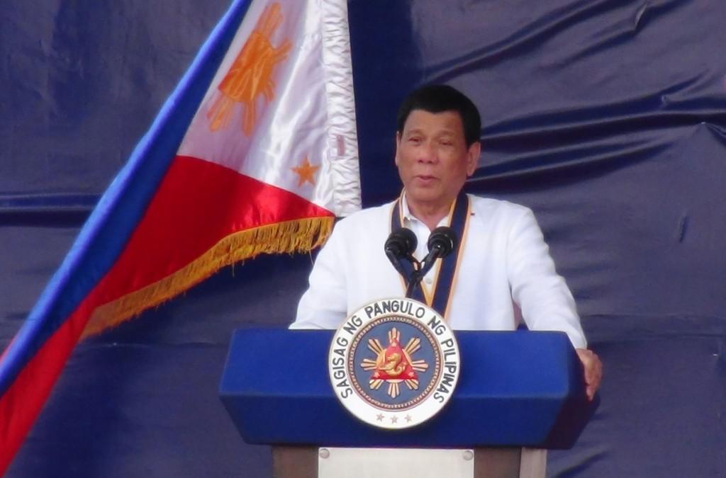 菲律賓總統杜特蒂27日語出驚人,聲稱此生唯一罪過就 是「法外處決」,菲國政府官員28日紛紛為他辯解,以 免爭議擴大。 (資料照片)