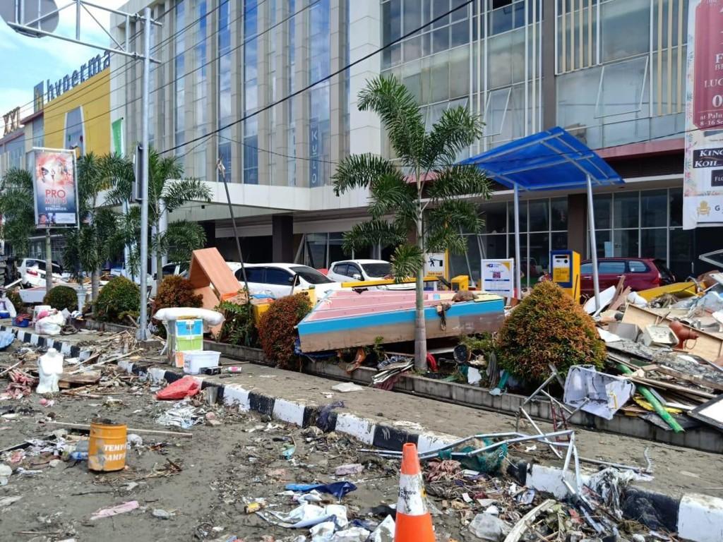 印尼蘇拉威西島28日發生強震及海嘯,重創中蘇拉威西 省。圖為重災區巴路市(Palu)受災情形。 (當地餐飲業者范永勝提供) 中央社記