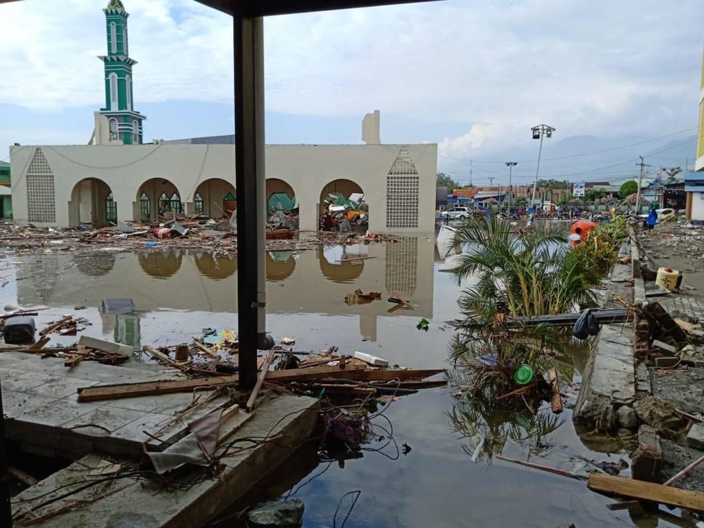 印尼中蘇拉威西省巴路市(Palu)在強震及海嘯重創下 ,災情慘重。 (當地餐飲業者范永勝提供) 中央社記者周永捷雅加達傳真 107年