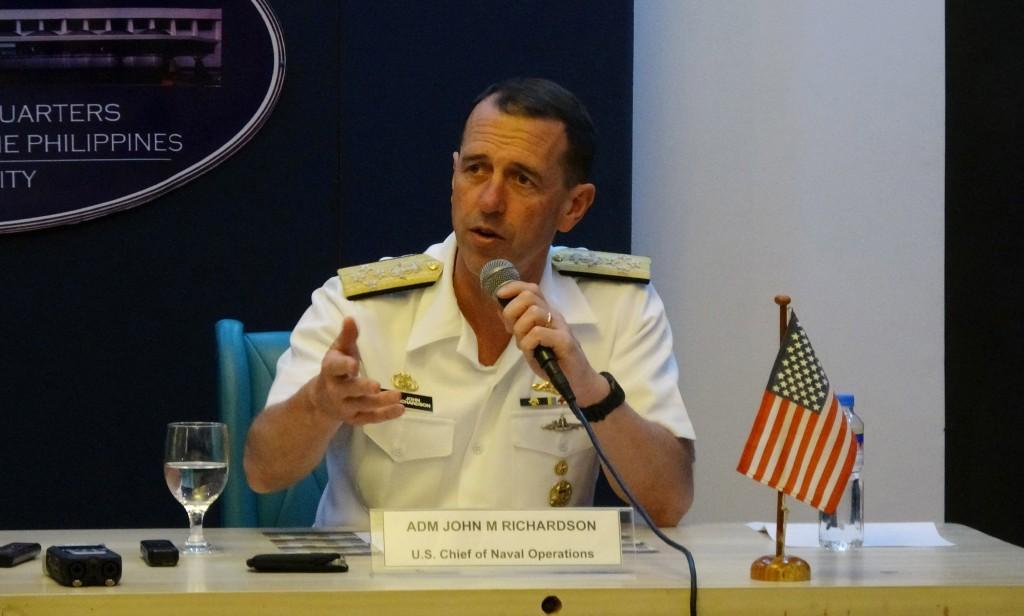 美國海軍軍令部長李察遜29日在菲律賓三軍總部的記者 會上說,美軍將持續在台灣海峽等國際海域宣揚自由航 行理念,台灣可「信賴」美國。