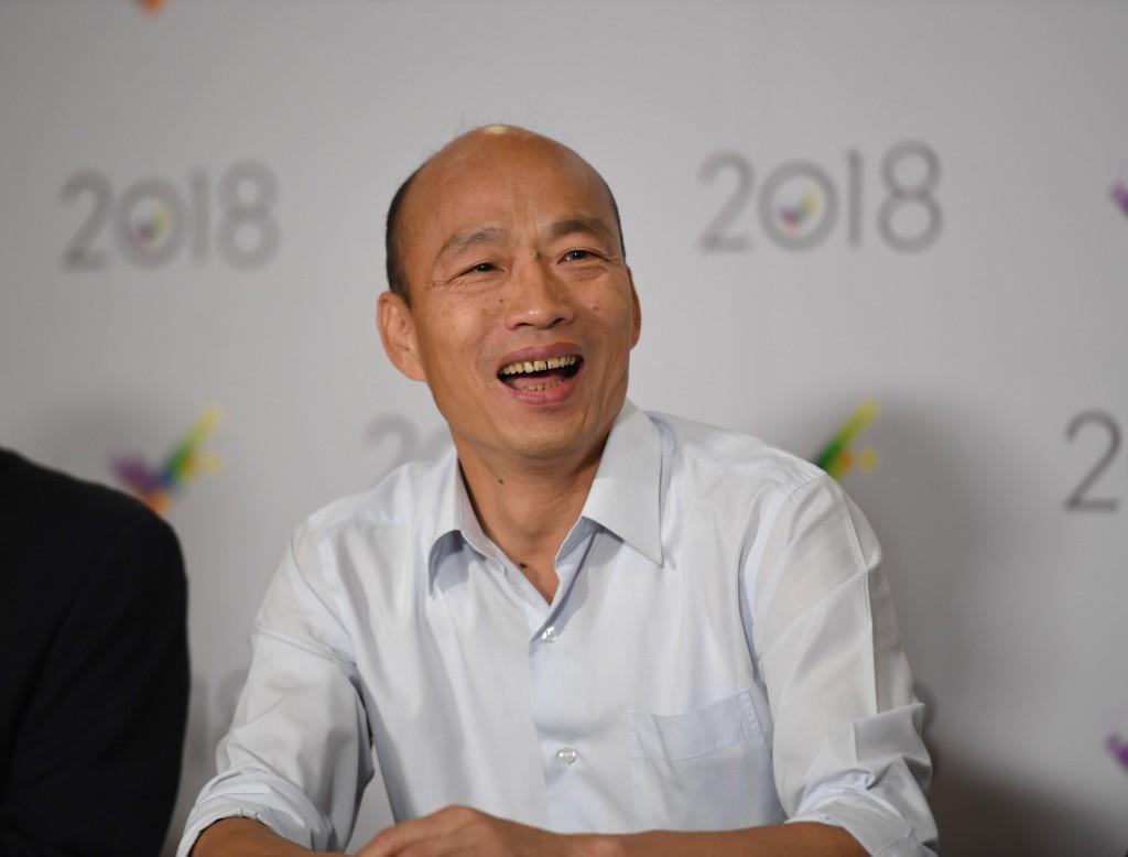 國民黨高雄市長候選人韓國瑜(圖)19日晚間在台北三 立電視台參加2018高雄市長候選人辯論會,並出席會後 記者會說明。 中央社記者王