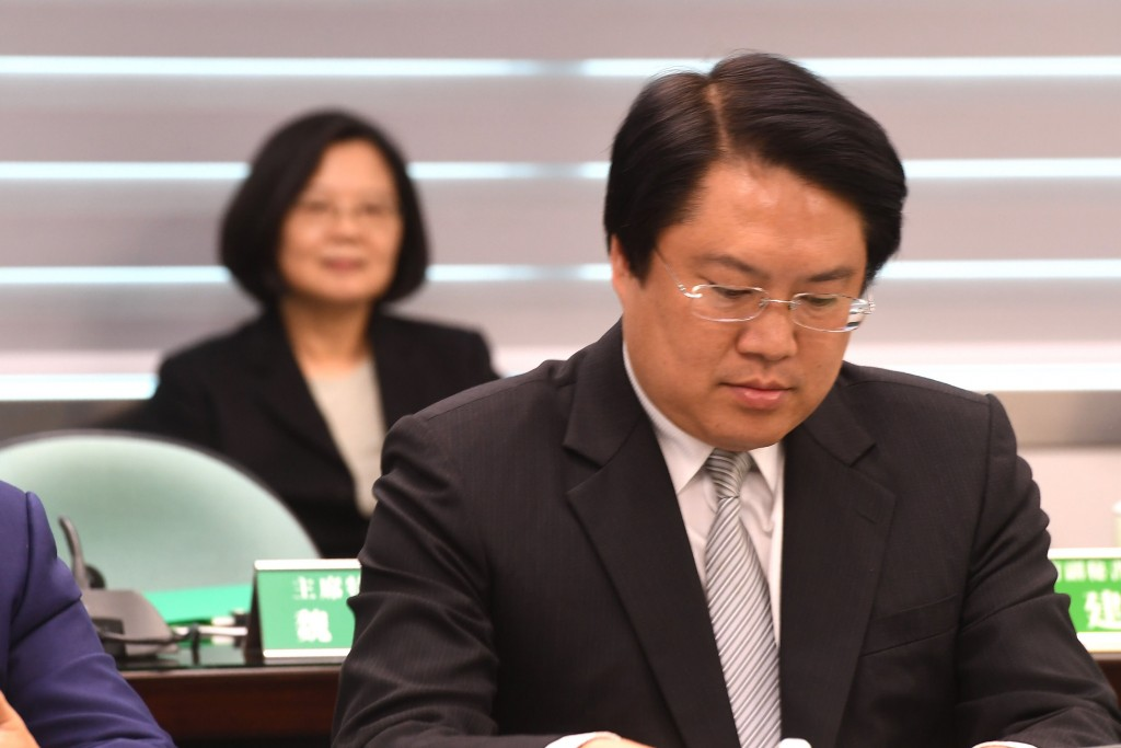 民進黨28日舉行中常會,中常委一致推舉基隆市長林右昌擔任代理主席(照片來源:中央社提供)