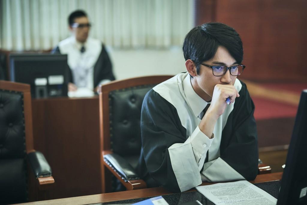 演員吳慷仁演出公視新戲「我們與惡的距離」,在劇中 挑戰詮釋法扶律師。 (公視提供) 中央社記者魏紜鈴傳真 107年12月5日