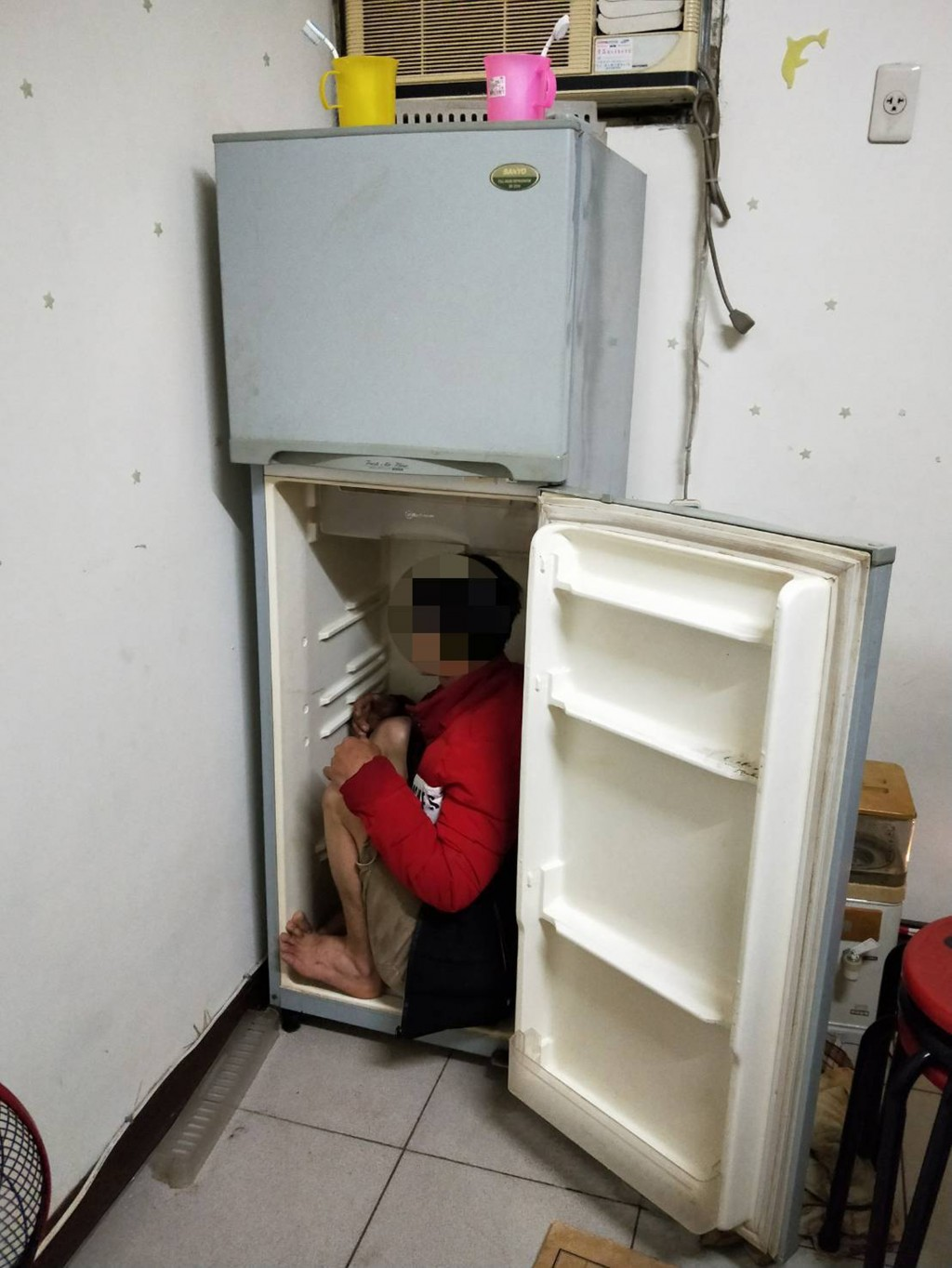 Police in Taichung found an illegal Vietnamese worker hiding inside a refrigerator.