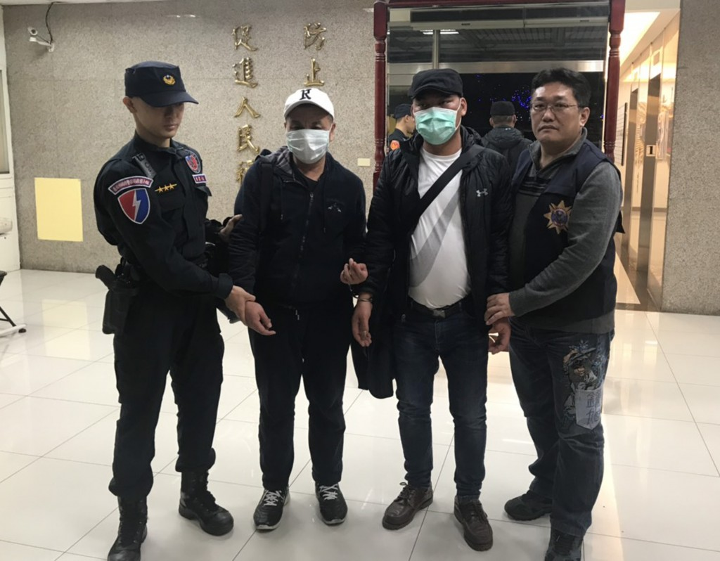 Police arrested two pickpockets from China at Taipei 101.