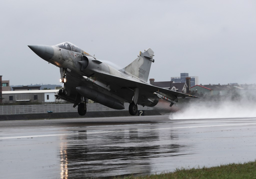 A Mirage 2000 being put through its paces at the Hsinchu Air Force Base Wednesday.