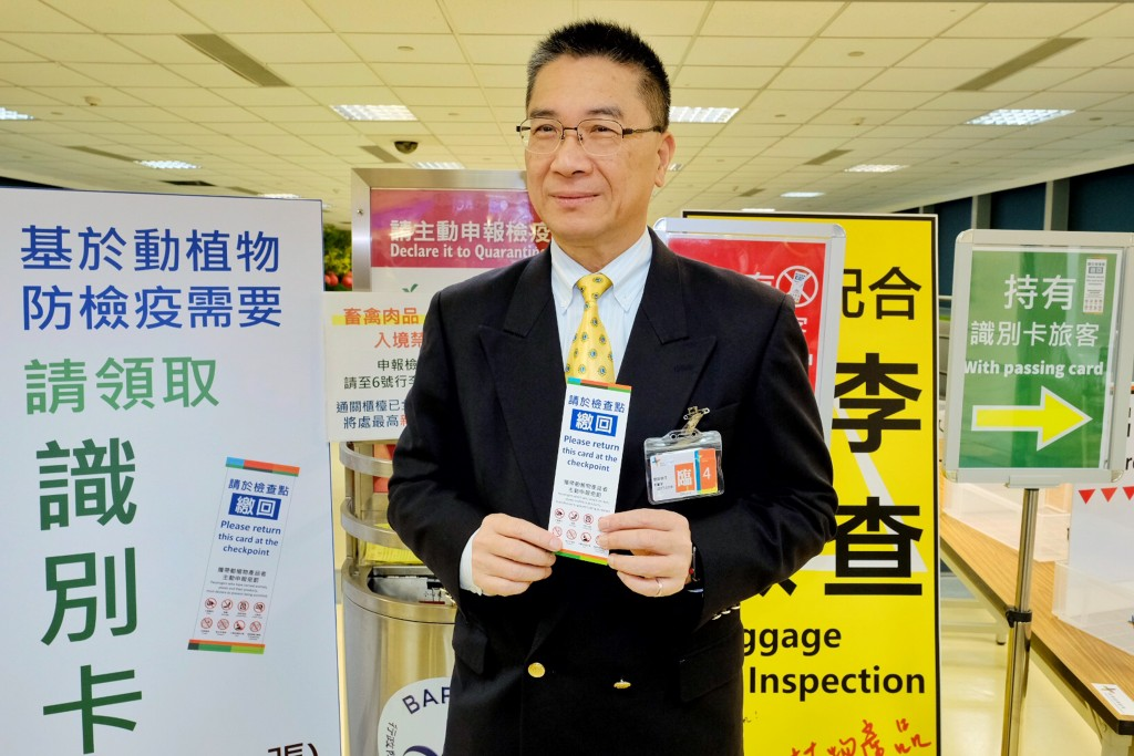 Interior Minister Hsu Kuo-yung inspected the new African swine fever prevention systems at Taiwan Taoyuan International Airport Friday.