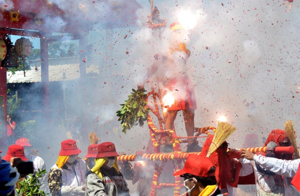 'Bombing Master Handan' event in Taitung
