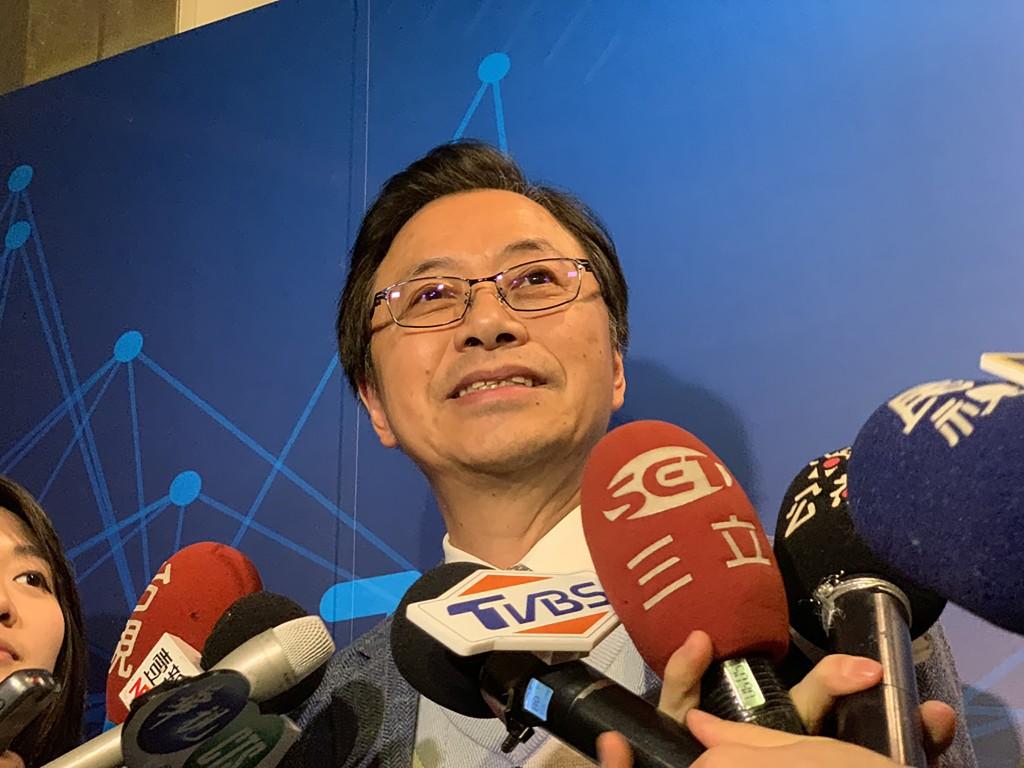 前行政院長張善政20日參加第2屆人工智慧暨區塊鏈產 業高峰會時受訪表示,決定以無黨籍身分參選2020年總 統大選,希望用理工科技背景的