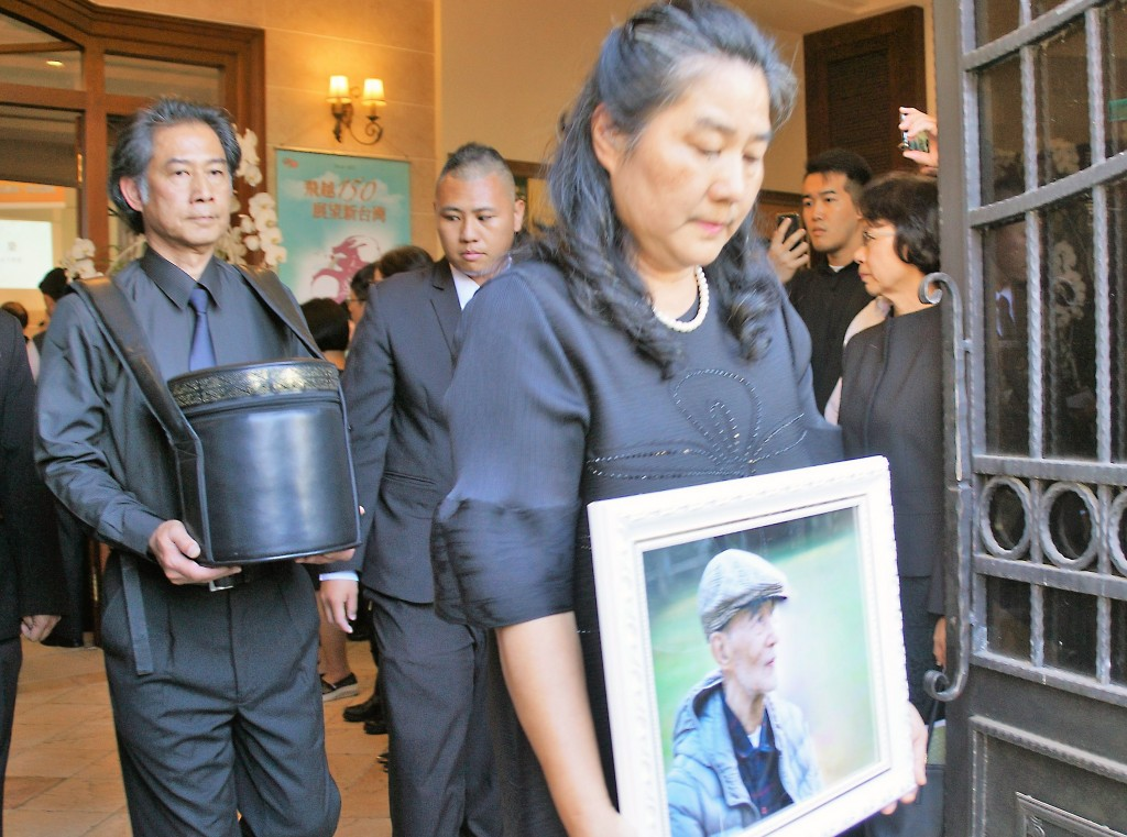 A memorial service for Presbyterian leader and human rights activist Kao Chun-ming took place in Kaohsiung Friday.