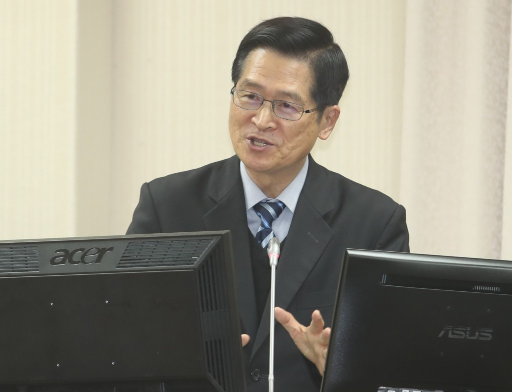 Taipei Mayor says serving in army a waste of time; defense minister responds