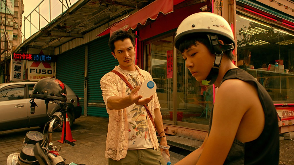 知名編劇徐譽庭與導演許智彥共同執導國片「誰先愛上 他的」,去年在台北電影獎與金馬獎表現亮眼,今年2 月起更登上跨國OTT平台Netfl