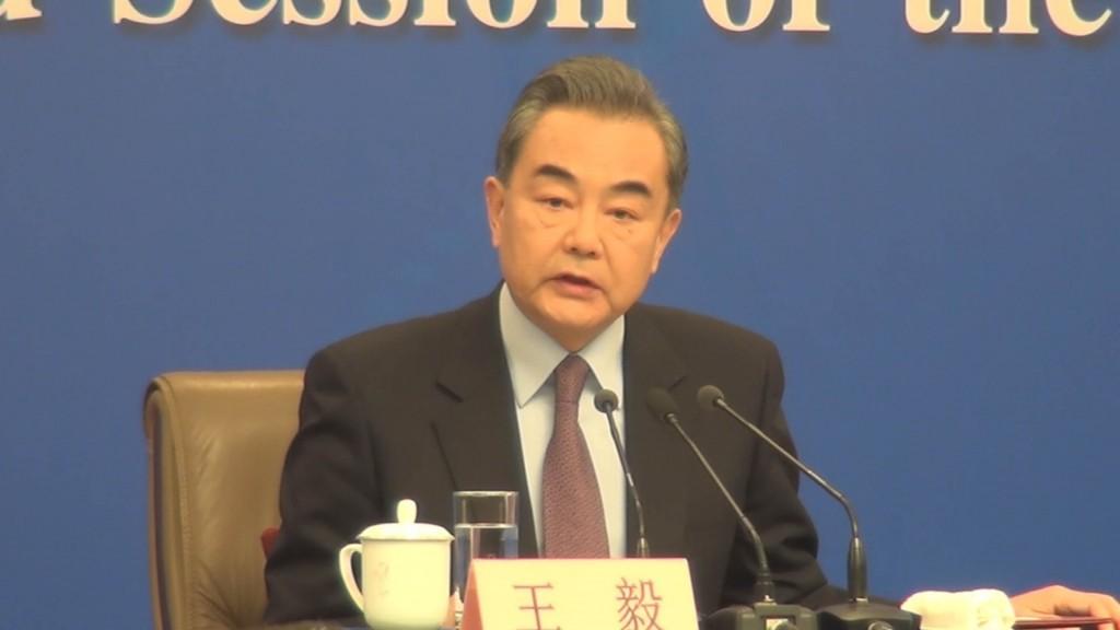 中國國務委員兼外交部長今天針對孟晚舟案說,中國堅 決維護中國企業和公民的「正當合法權益」,並支持相 關企業和個人「拿起法律的武器來維護自身