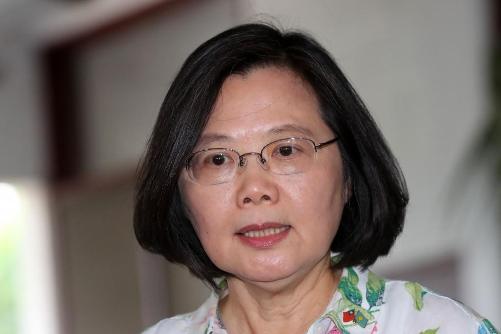 總統蔡英文22日在友邦帛琉受訪表示,台灣總統去哪兒出訪,不用經過北京同意,「你聽過去拜訪朋友還要鄰居同意的嗎?」