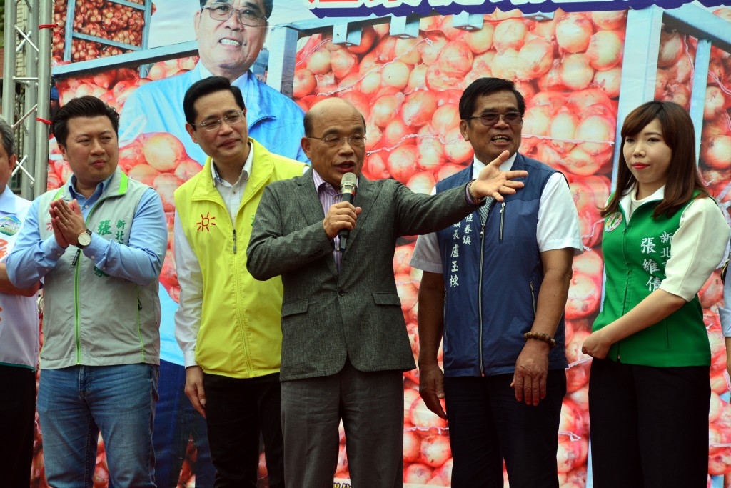 Su attends an event promoting Pingtung-grown onions