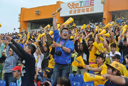 Taiwanese baseball fans break the longest timed Mexican Wave Record