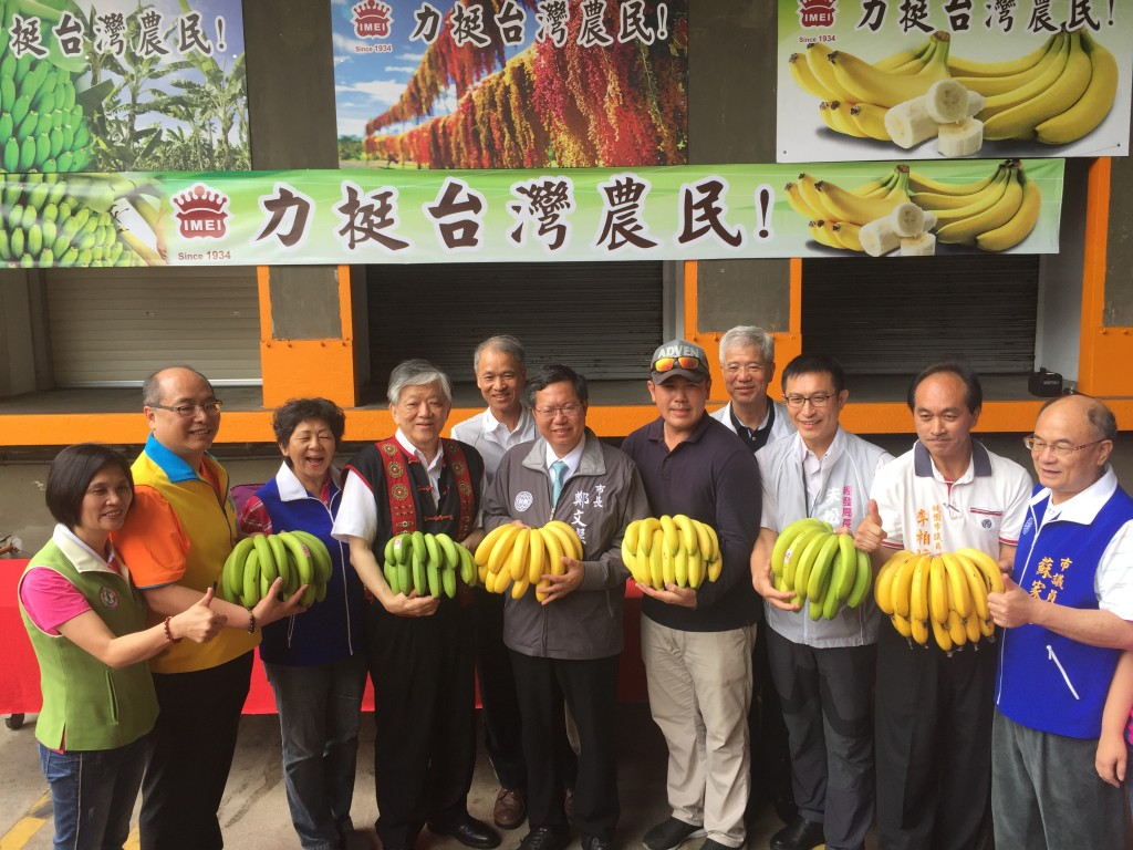 義美食品高志明總經理、桃園鄭市長、農糧署陳署長、高雄農業局鄭局長參與聯合記者會。(圖片來源: Taiwan News)