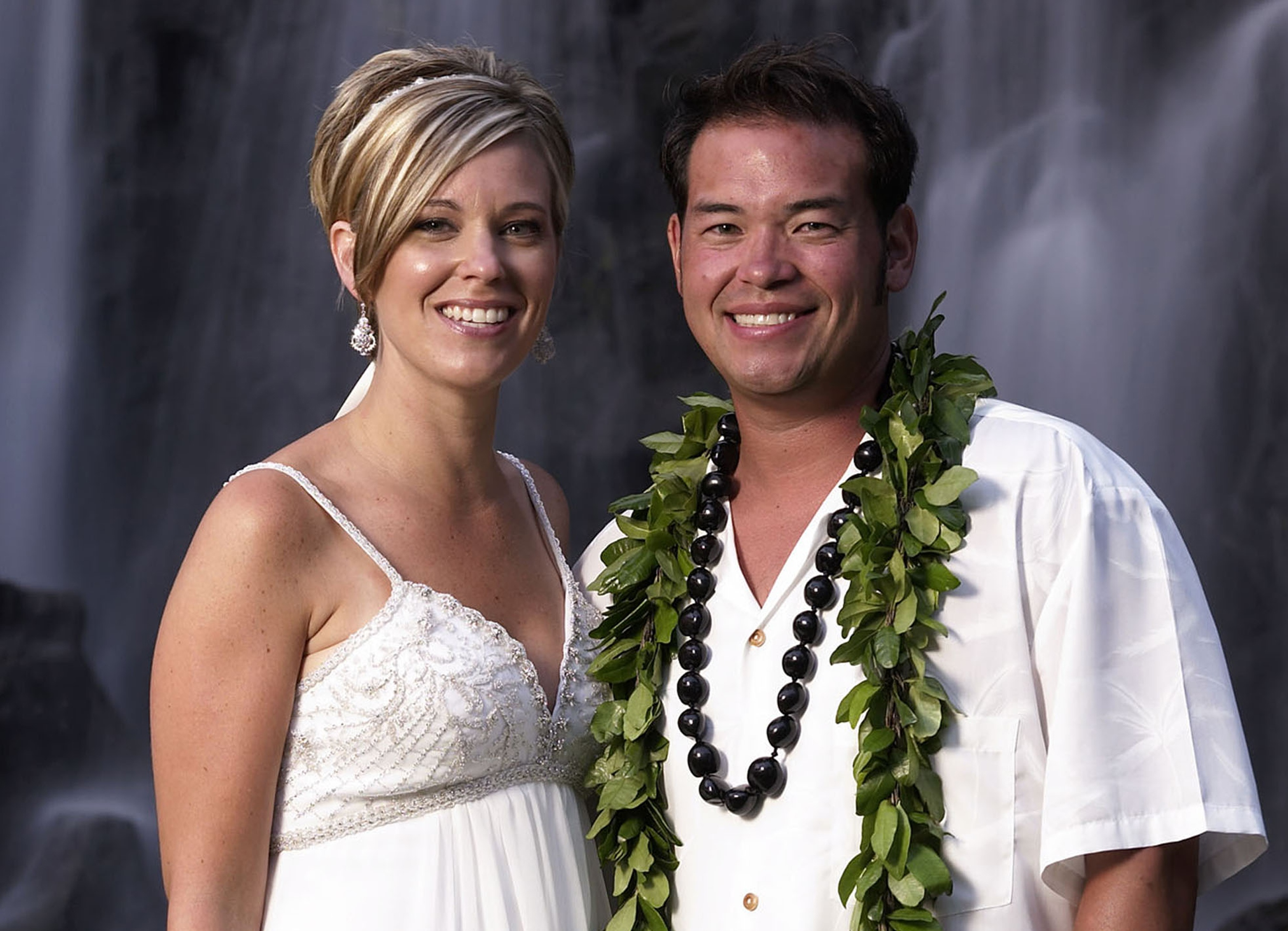 This image released by TLC, shows Jon Gosselin, right, and his wife Kate Gosselin, from the TLC series 鬯on & Kate Plus 8,' in Hawaii.