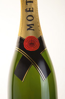 Moet & Chandon 'Cravate' label gets Fasson labelstock