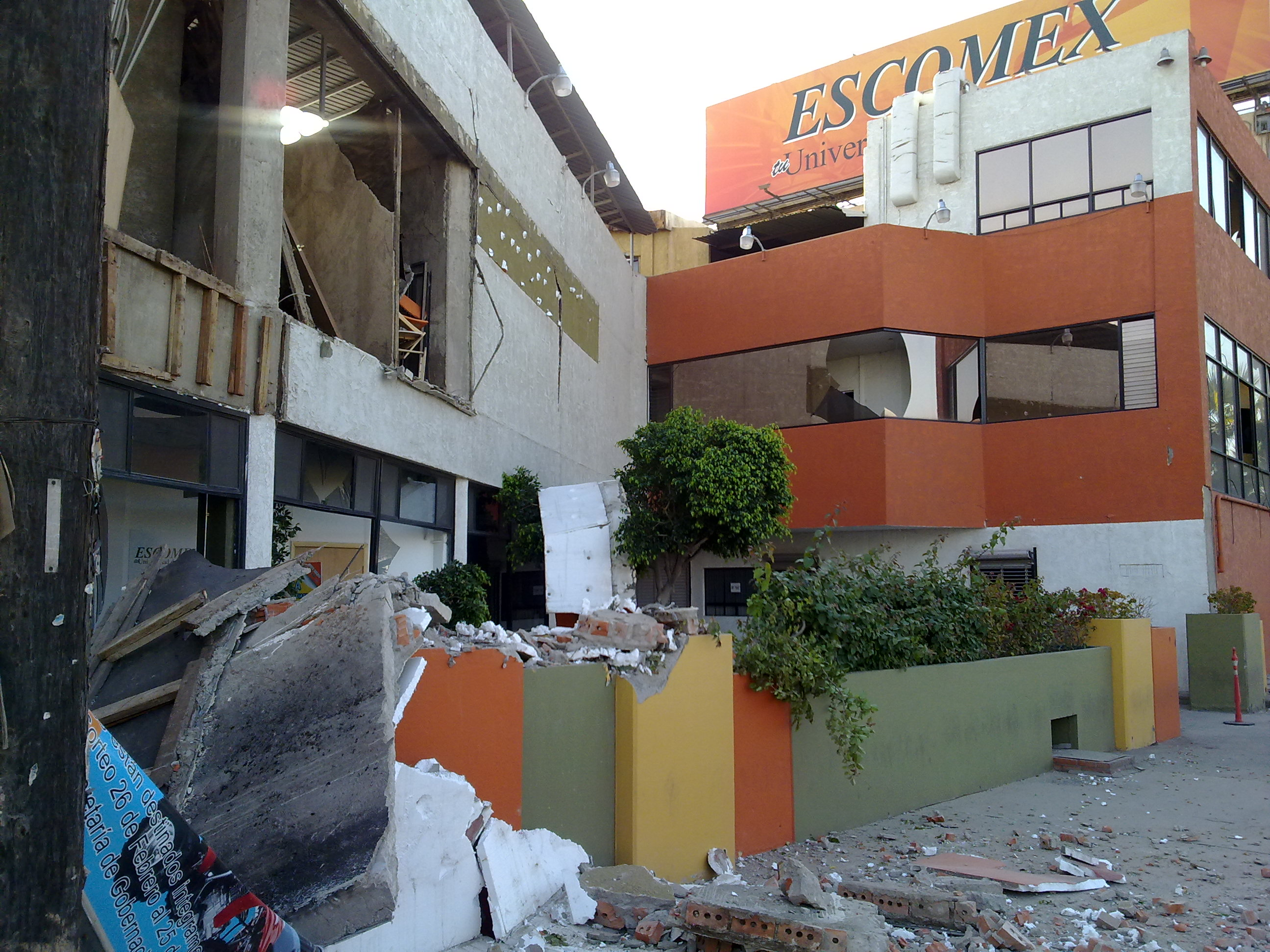 This photo provided by Jorge Rivera via Twitter shows structural damage to the Escomex business school building after an earthquake in Mexicali, Mexic...