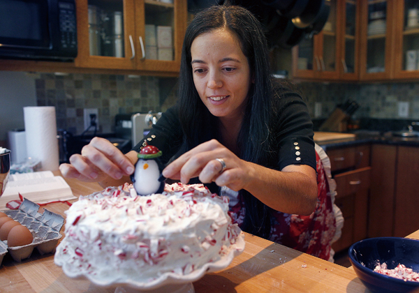 Venture capitalist Veronica Descotte of Minneapolis, Minnesota, decided to bake birthday cakes to distrbute to the needy when she saw a news report ab...