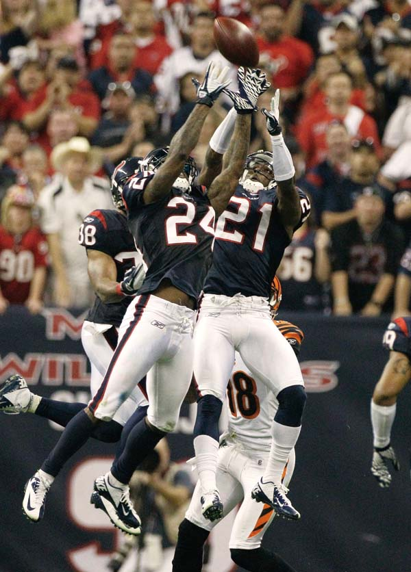 Houston Texans defensive end J.J. Watt celebrates his touchdown on an interception of Cincinnati Bengals quarterback Andy Dalton during the second qua...