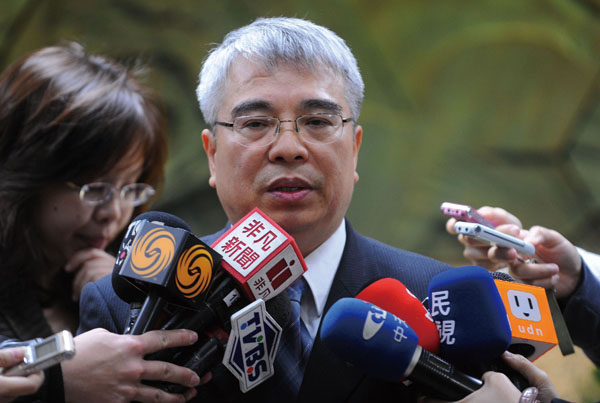 Photo shows Hsu Tien-lai explains the situation of the highly pathogenic H5N2 avian influenza on Mar. 3, and now he is resigned. (Central News Agency)