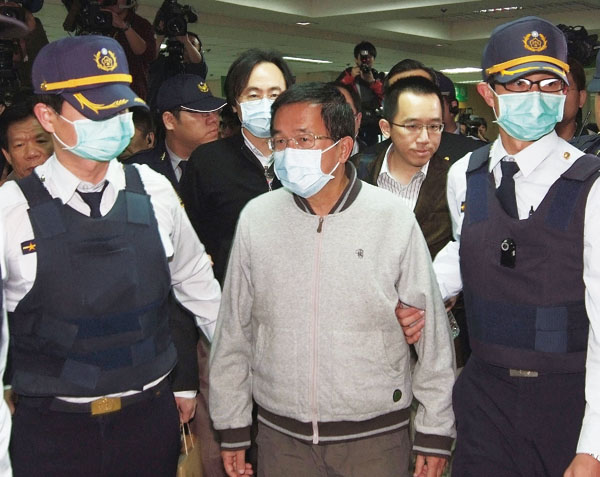 Former President Chen Shui-bian (center at front) is shown in the photo being escorted by officers and son Chen Chih-chung (back at right) on his way ...