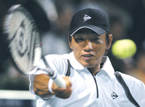 Japan's Takao Suzuki plays a shot to Switzerland's Roger Federer during the quarterfinals of the Japan Open tennis championships in Tokyo yesterday.