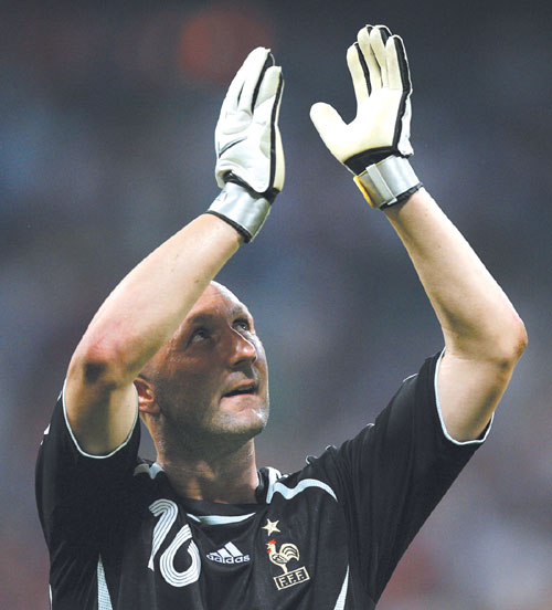 France's goalkeeper Fabien Barthez at the end of the semifinal match between Portugal and France in Munich, Germany on July 5, 2006.