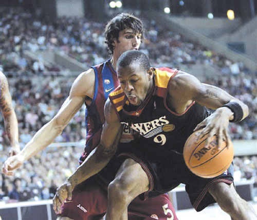 The Philadelphia 76ers' Andre Iguodala, right, duels for the ball with Winterthur FC Barcelona player Gianluca Basile during an exhibition game in Bar...