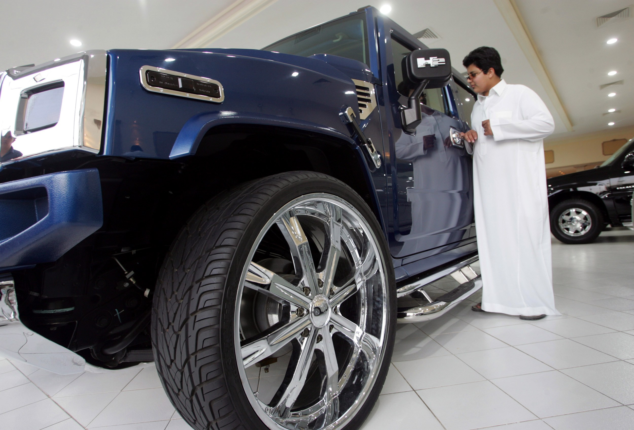 A Saudi man looks at a car on display at a showroom in Riyadh, Saudi Arabia in this March 20, 2005 file photo. With inflation rising across the Gulf A...