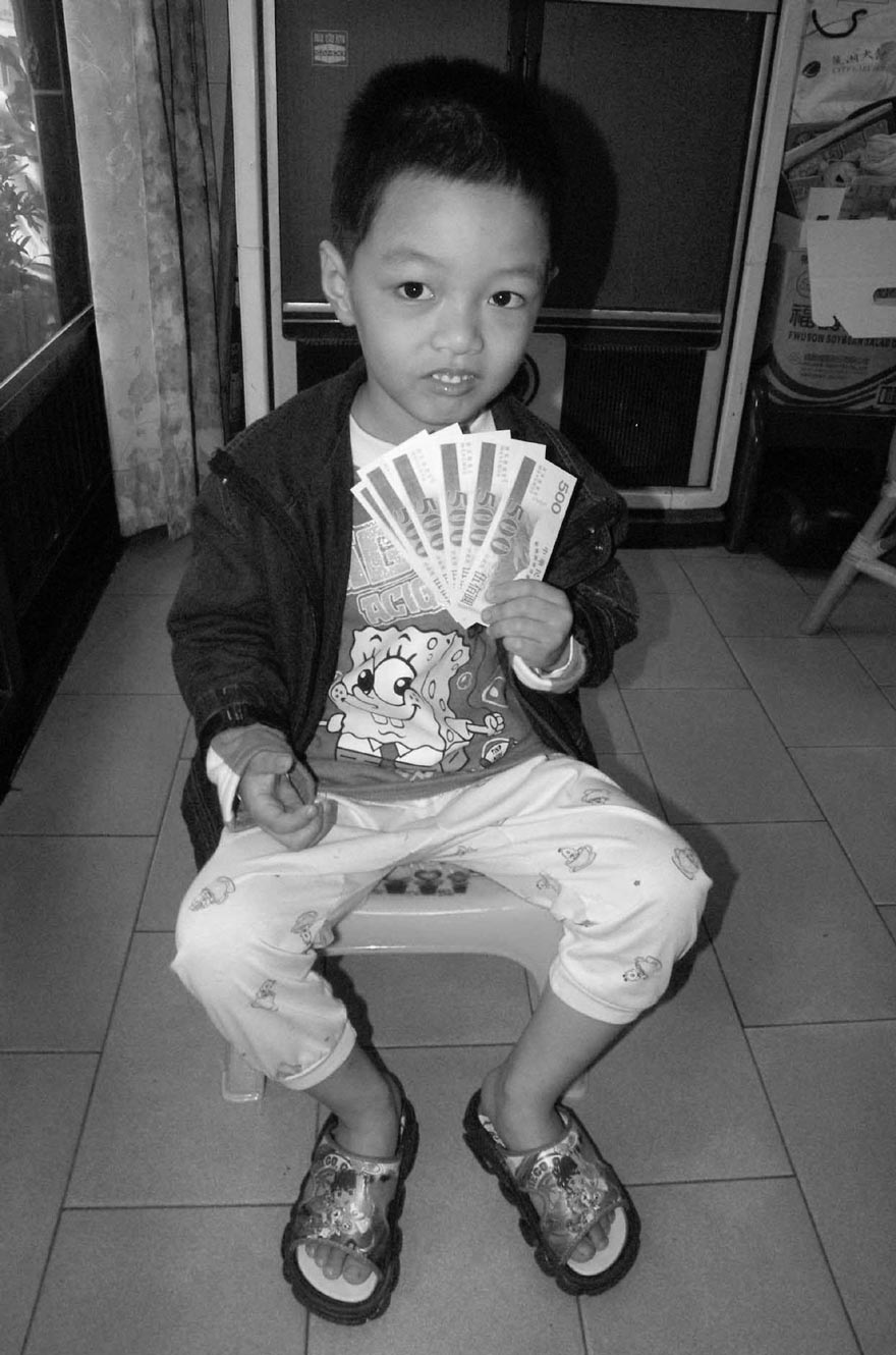 Yeh Chien-wei, a four year old boy, in yesterday's voucher lottery won a year-long vacation on an uninhabited island in the Penghu archipelago.