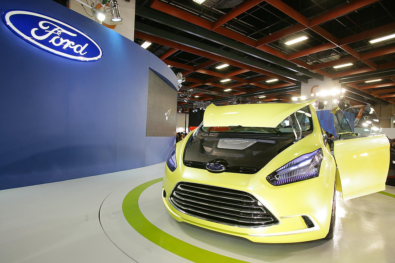 iosis MAX動能美學概念車所搭載的EcoBoost渦輪增壓直噴汽油引擎,引爆節能減碳議,並吸引眾多參觀台北車展民眾詢問,成為展場的火...
