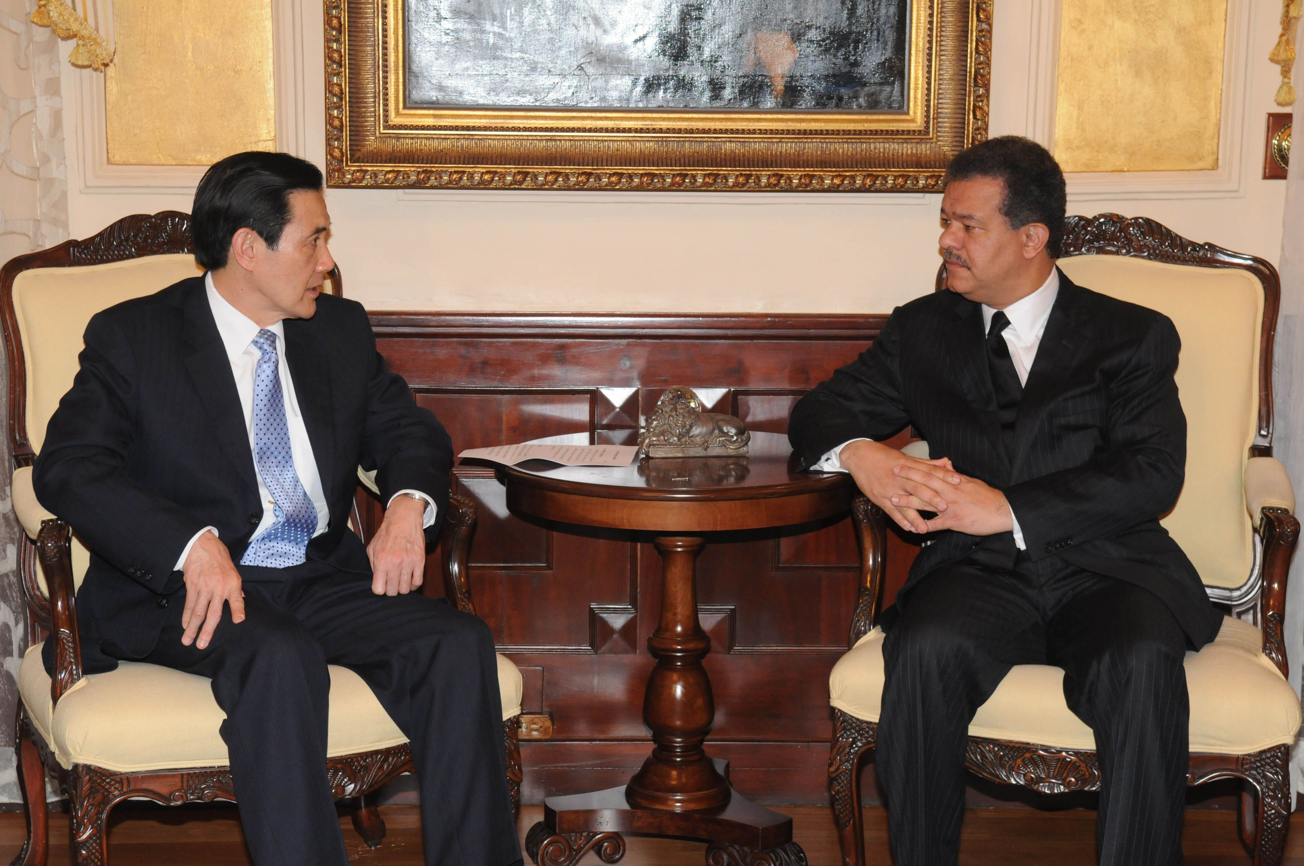 The President of the Dominican Republic, Leonel Fernandez, right, meets with Ma Ying-jeou, President of Taiwan at the presidential palace in Santo Dom...