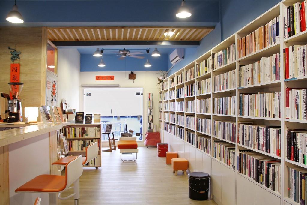 書店的裝修資源,很多都是來自阿勇家人的支持。