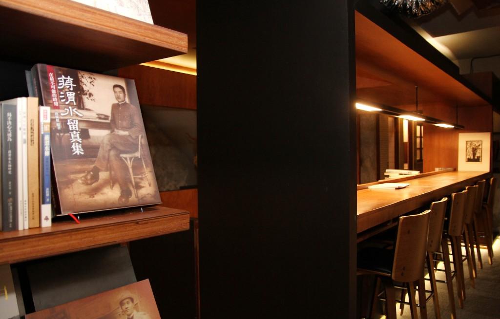三樓圖書館空間設有蔣渭水專區。
