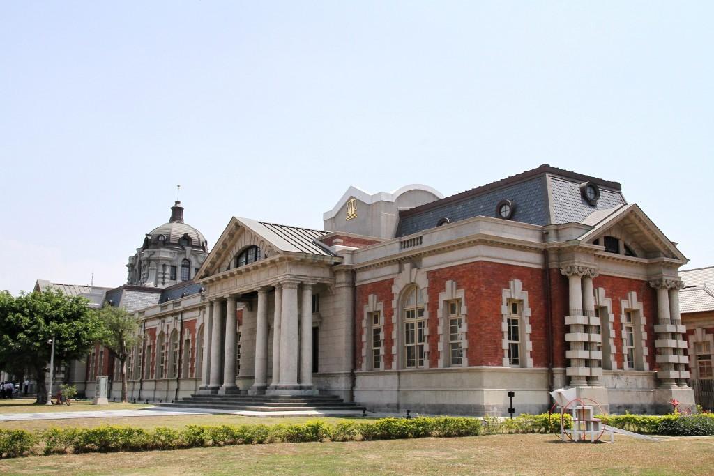 國定古蹟台南地院法院——司法博物館具有巴洛克式繁複豪華的建築風格。