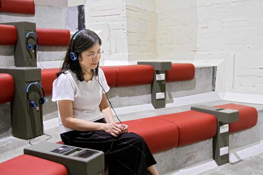 於許石音樂圖書館聆聽音樂,沉澱煩動的情緒。