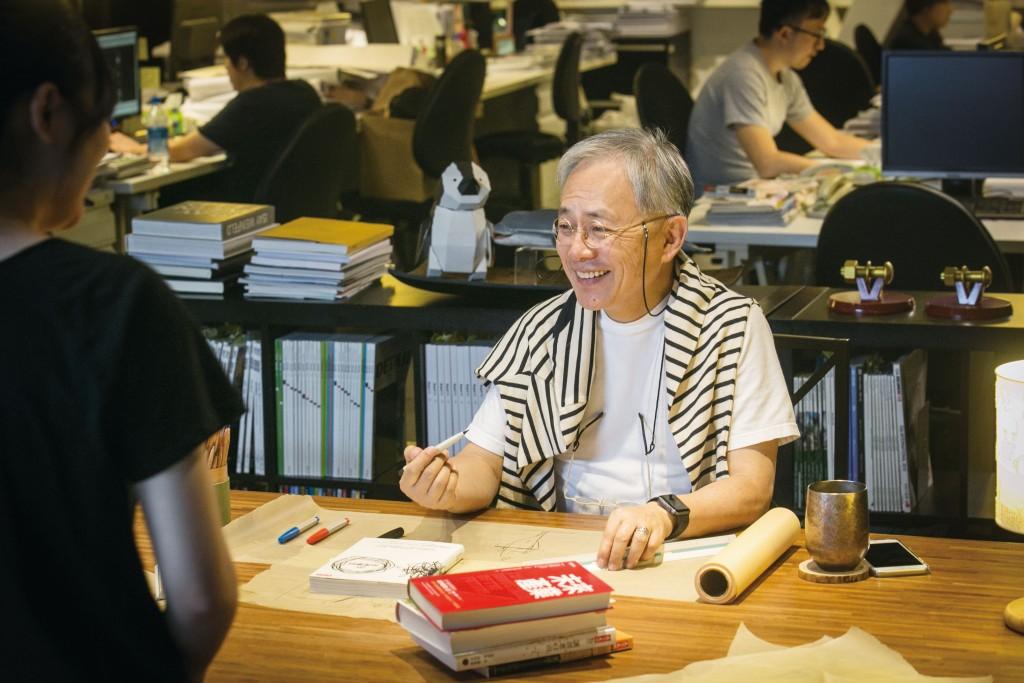在設計過程中,姚仁祿會從閱讀中得到靈感,或增加對業主需求的理解。(姚仁祿提供)