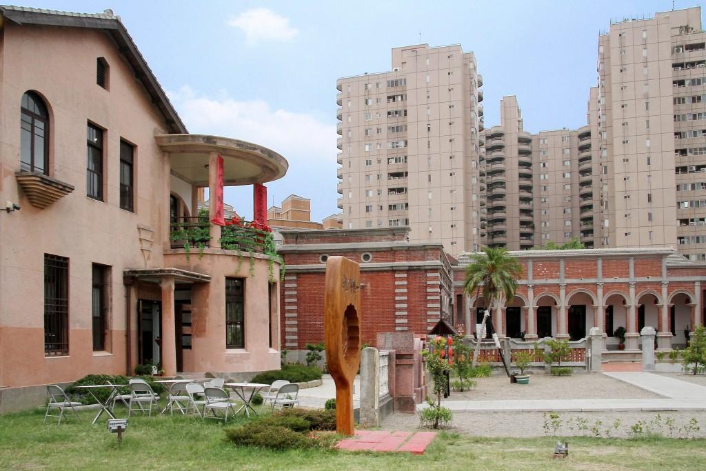 羅布森冊惦坐落在臺中市歷史建築一德洋樓園區(林懋陽故居)內。