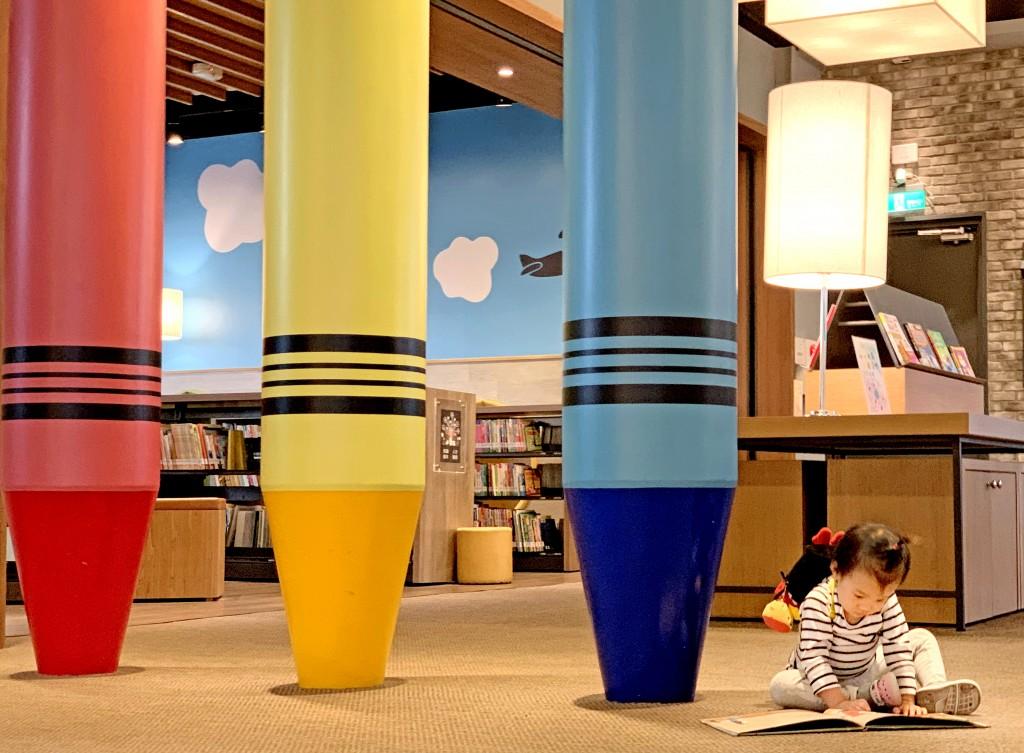 台中李科永圖書館兒童區3枝巨型鉛筆吸引目光。